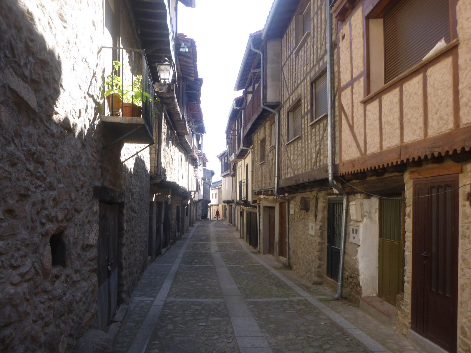 Foto de MONFORTE DE LA SIERRA (PLAZA MAYOR)