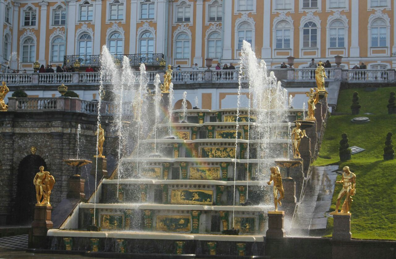 Foto van Peterhof : samson fountain, garden and palaces in saintpetersburg ( day 2 ) کاخ پیترهوف در سنت پترزبورگ