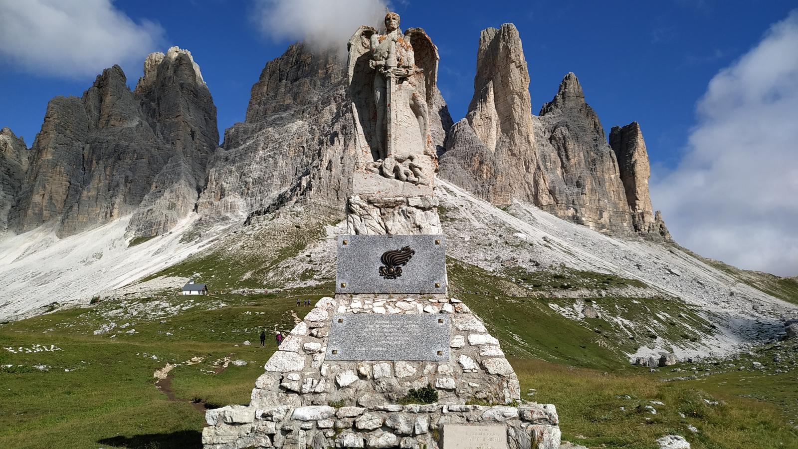 Photo of Rifugi Auronzo,Lavaredo, Pian di Cengia e Locatelli. Anello dalle Tre Cime di Lavaredo