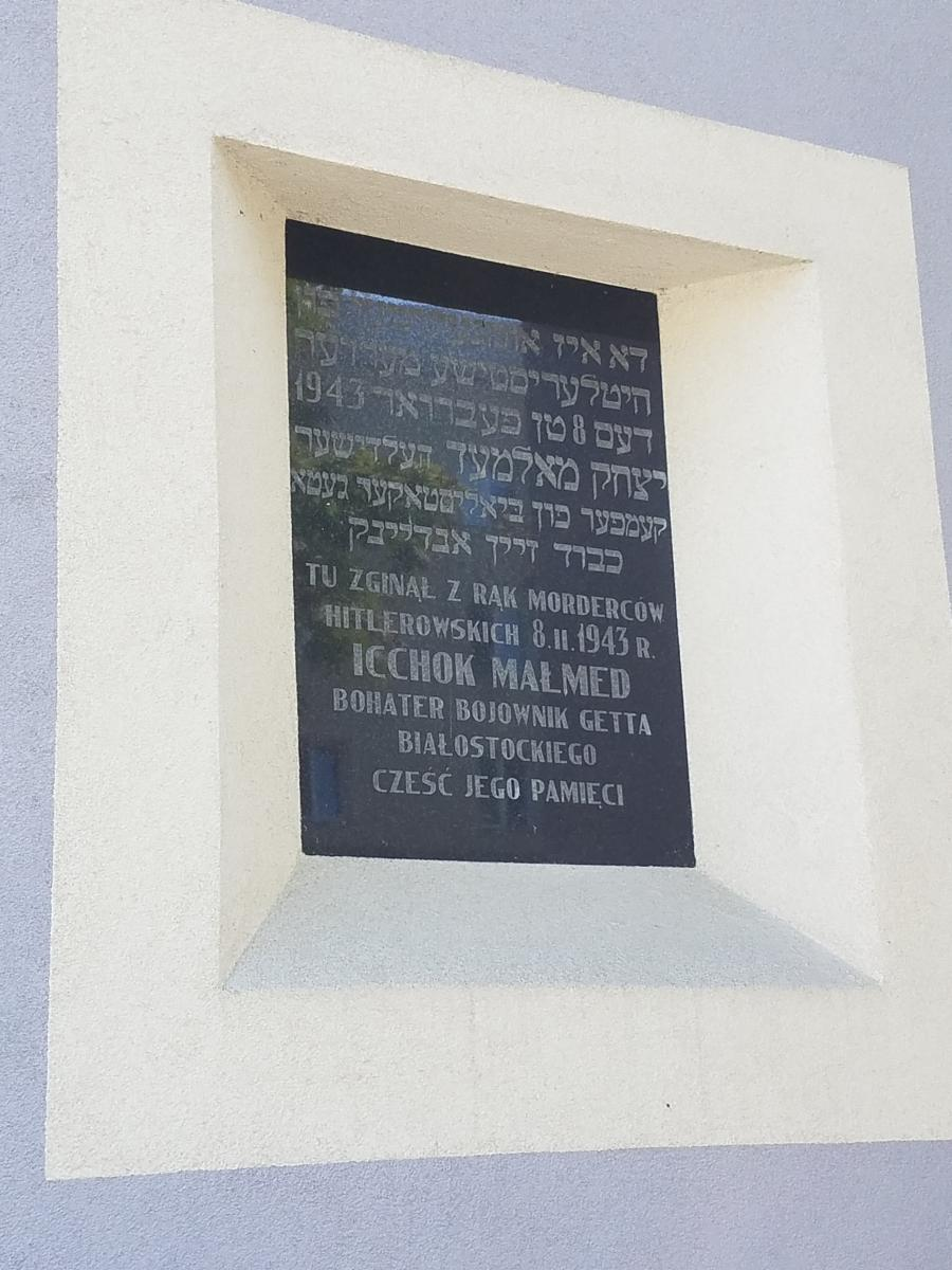 Photo of Commemorative plaque for icchok malmed ghetto resistor. This is now in the old Jewish ghetto