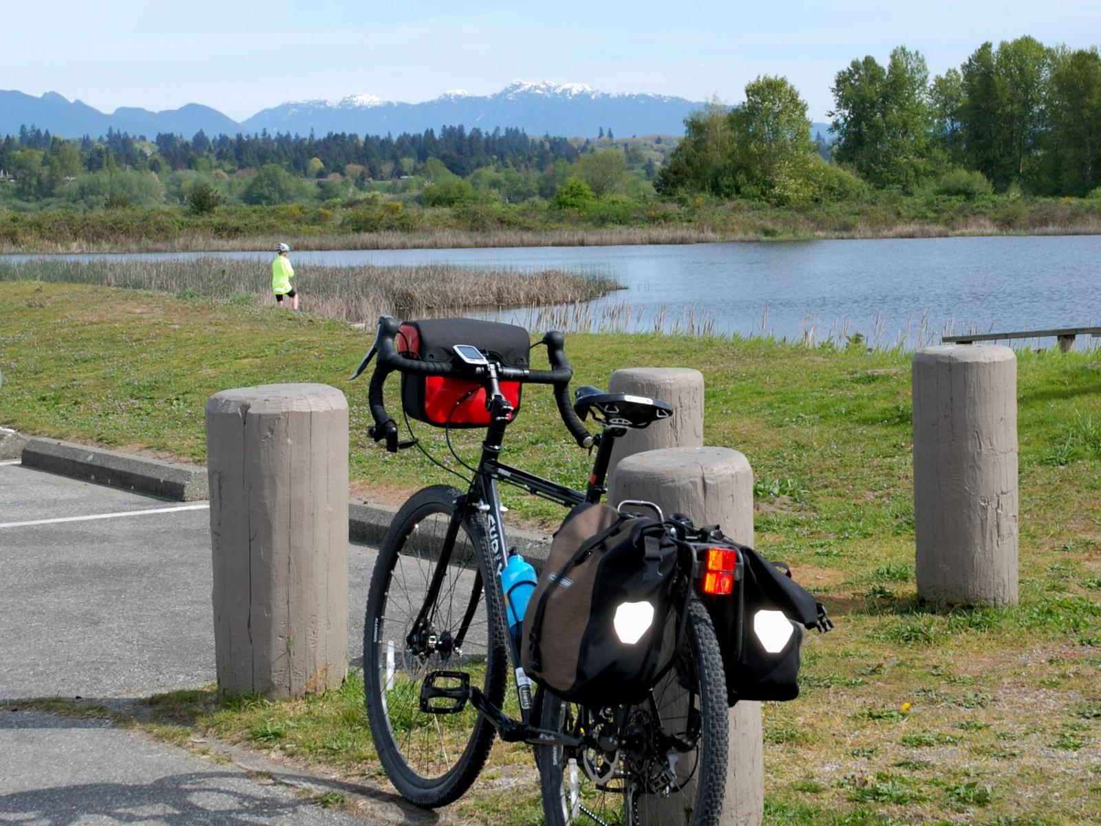 Слика од Iona Park to Steveston, BC. - on dike paths and airport bicycle routes