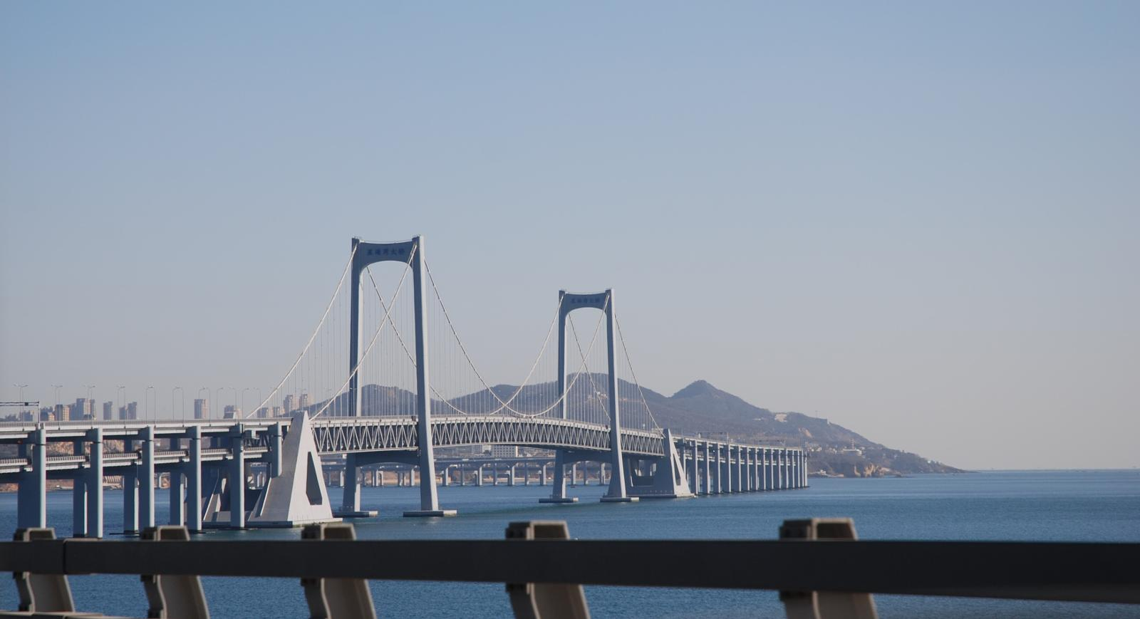Foto de Dalian, Liaoning, PRC - Drive offshore causeway and bridge