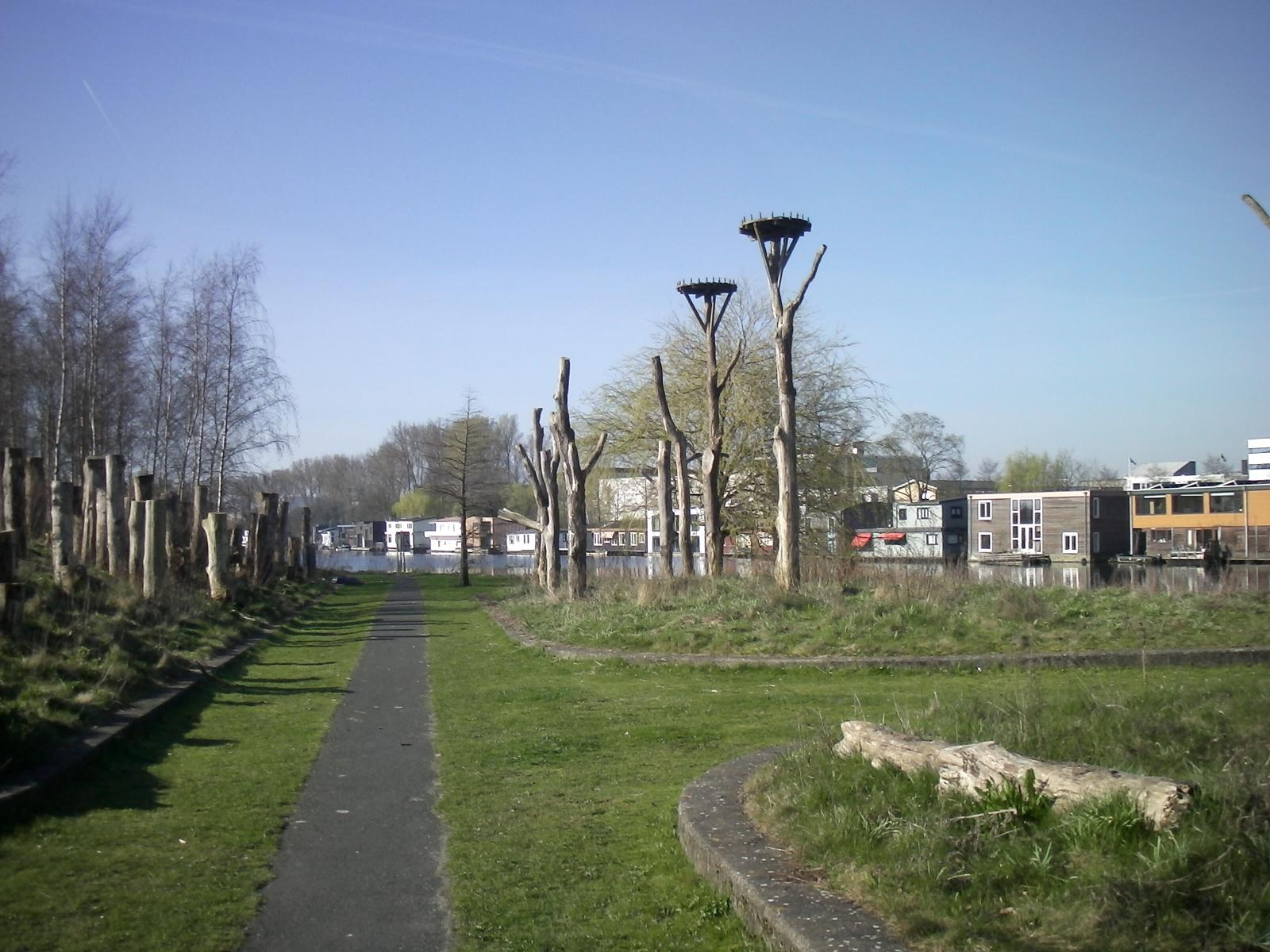 Foto van Amsterdamse Bos from Haarlemmermeer station to RAI. A different approach.